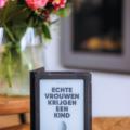 Echte vrouwen krijgen een kind Liesbeth Smit boekrecensie recensie review Nijgh & van Ditmar